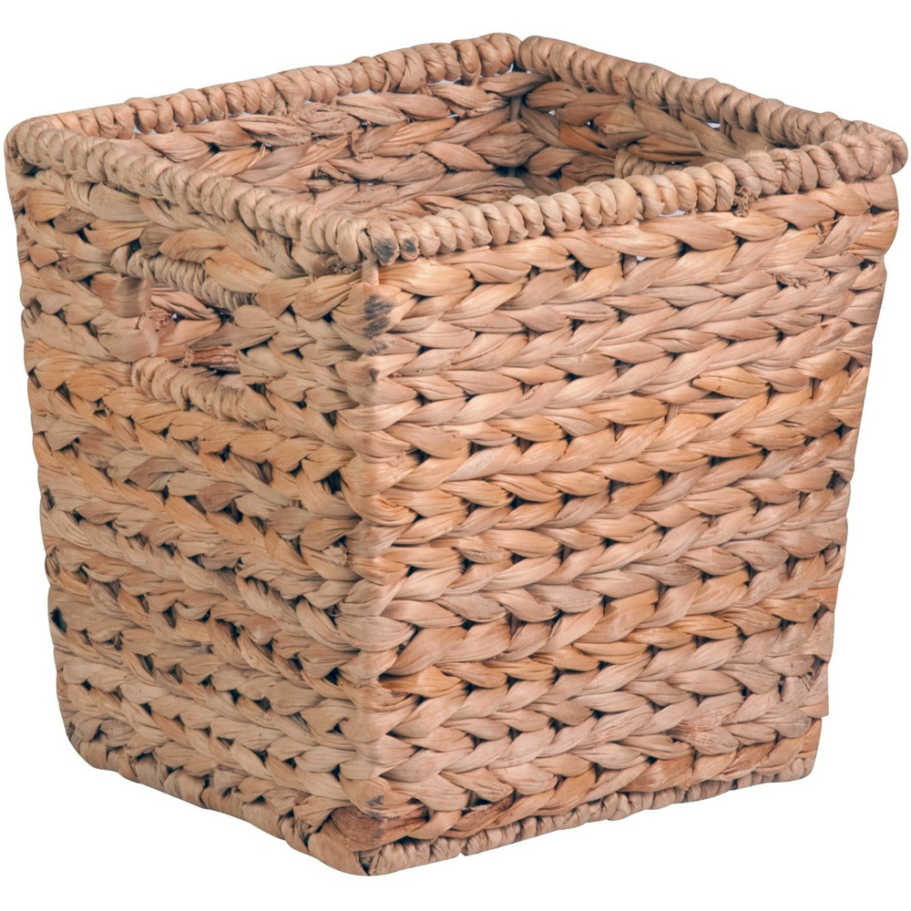 How To Weave A Basket From Banana Leaves : Banana leaf basket in wicker baskets