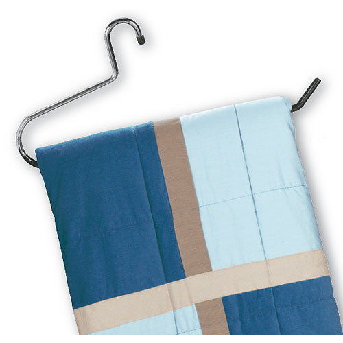 Comforter And Blanket Hanger In Wire Hangers